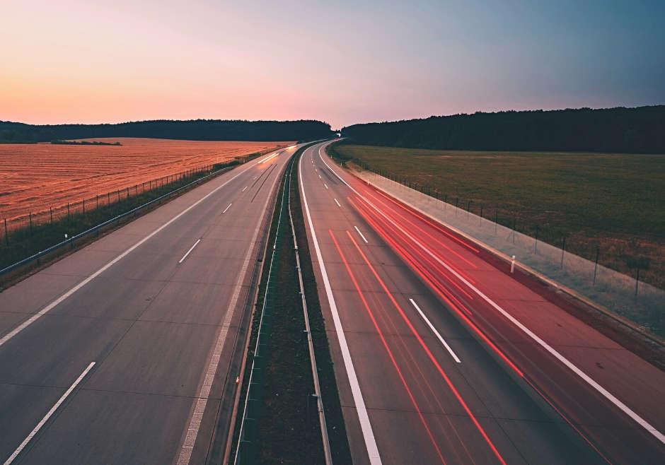 ¿Sabemos cómo conducir en autopistas y autovías?