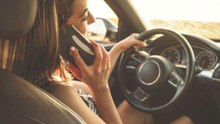 Aumentan las distracciones al volante